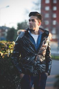 Young man wearing jacketの写真素材 [FYI03522289]
