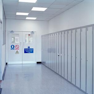 Locker corridor in laboratoryの写真素材 [FYI03522418]