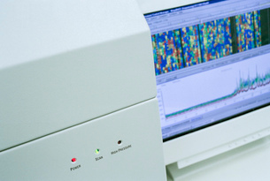 Close up of genetic mapping machine in laboratoryの写真素材 [FYI03522424]
