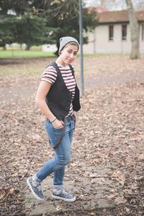Teenager in parkの写真素材 [FYI03522586]