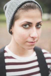 Portrait of fashionable teenagerの写真素材 [FYI03522587]
