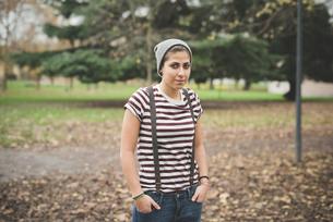 Teenager in parkの写真素材 [FYI03522588]