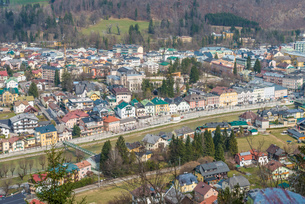 High angle view of town and river Ischl, Bad Ischl, Austriaの写真素材 [FYI03523251]