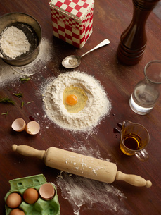 Overhead view of baking preparation with flour and eggsの写真素材 [FYI03523977]