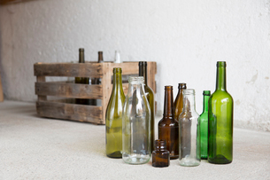 Variety of empty bottles and wooden crate in garageの写真素材 [FYI03524019]