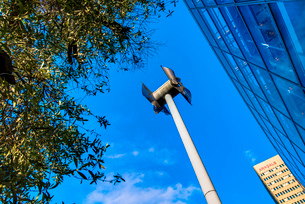 Miniature windmill next to shopping centre, Manchester, UKの写真素材 [FYI03524092]