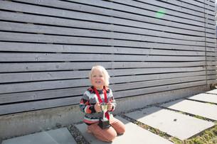 Boy holding a trophyの写真素材 [FYI03524324]