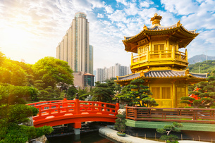 Pagoda and pavilion, Nan Lian Garden, Diamond Hill, Hong Kong, Chinaの写真素材 [FYI03524976]