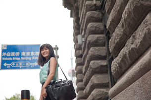 Young businesswoman,smiling, outdoors, Shanghai, Chinaの写真素材 [FYI03525086]