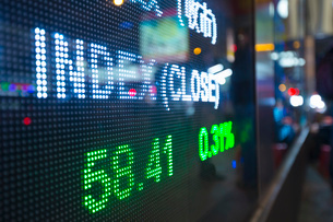 Digital display for stock market changes, Hong Kong, Chinaの写真素材 [FYI03525134]
