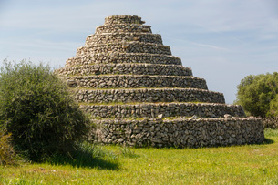 View of circular stepped ancient Talayotic building, Menorca, Spainの写真素材 [FYI03525219]