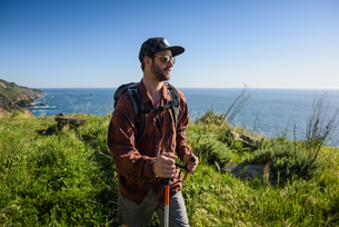 Young male hiker on cliff top path, Big Sur, California, USAの写真素材 [FYI03527224]