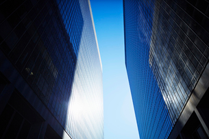 Low angle view of skyscrapers, Brooklyn, New York, USAの写真素材 [FYI03527443]