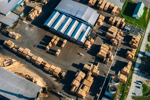 Aerial view of stacked planks in timber yardの写真素材 [FYI03527954]