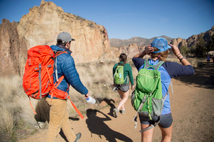 Backpackers on vacation, Smith Rock State Park, Oregonの写真素材 [FYI03528024]