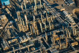 Oil refinery, elevated view, Los Angeles, CA, USAの写真素材 [FYI03528144]