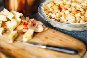 Apple pie preparation with chopped apples in raw pastryの写真素材 [FYI03528580]