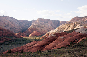 View of layered rock formations in Snow Canyon State Park, Utah, USAの写真素材 [FYI03529045]