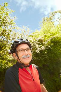 Portrait of senior man cyclistの写真素材 [FYI03529182]