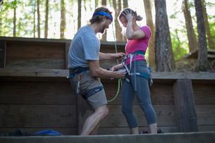 Couple preparing for rock climbing, French's Dome, Zig Zag, Oregon, USAの写真素材 [FYI03530408]
