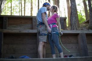 Rock climbers kissing, French's Dome, Zig Zag, Oregon, USAの写真素材 [FYI03530409]