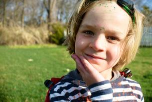 Boy in superhero gogglesの写真素材 [FYI03530431]