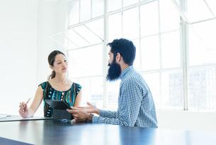 Business people in brainstorming meetingの写真素材 [FYI03531187]