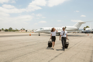 Male and female private jet pilots arriving at airportの写真素材 [FYI03531810]