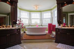 Master bedroom en suite with freestanding bathtub, cottage style home, Quebec, Canadaの写真素材 [FYI03532557]