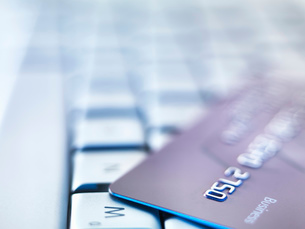 Business credit card on laptop keyboardの写真素材 [FYI03533285]