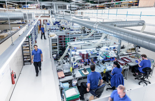Overview of production line in electronics factoryの写真素材 [FYI03533935]