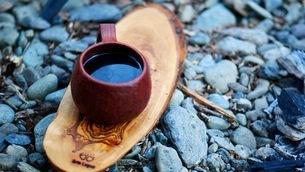 ドリップしたコーヒーを味わうの写真素材 [FYI03535405]