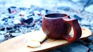 キャンプ場の朝のコーヒータイムの写真素材 [FYI03535550]