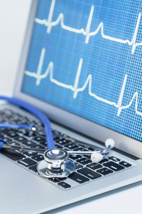 Modern cardiology. Acoustic stethoscope on a laptop computer that displays an EKG traceの写真素材 [FYI03535817]