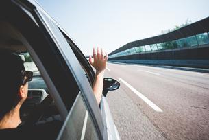 Woman travelling on highway, Garda, Italyの写真素材 [FYI03536100]