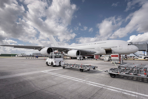 Ground crew loading A380 aircraft at airportの写真素材 [FYI03536427]