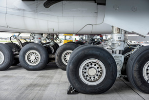 View of A380 aircraft landing gear and wheelsの写真素材 [FYI03536432]
