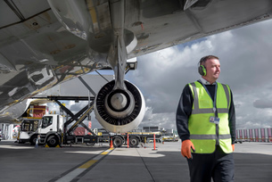 Ground crew engineer with A380 jet aircraftの写真素材 [FYI03536457]