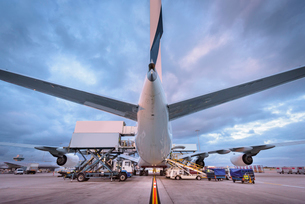 Ground crew loading A380 aircraft at airportの写真素材 [FYI03536701]