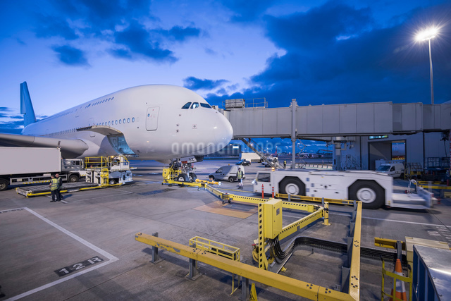 A380 aircraft on stand at airportの写真素材 [FYI03536705]