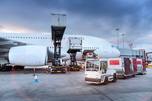 Ground crew loading A380 aircraft at airportの写真素材 [FYI03536713]