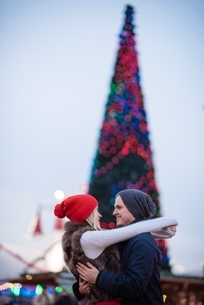 Romantic young couple hugging at xmas festival in Hyde Park, London, UKの写真素材 [FYI03537255]