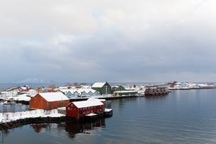 Houses on waterfront, Svolvaer, Lofoten Islands, Norwayの写真素材 [FYI03538038]