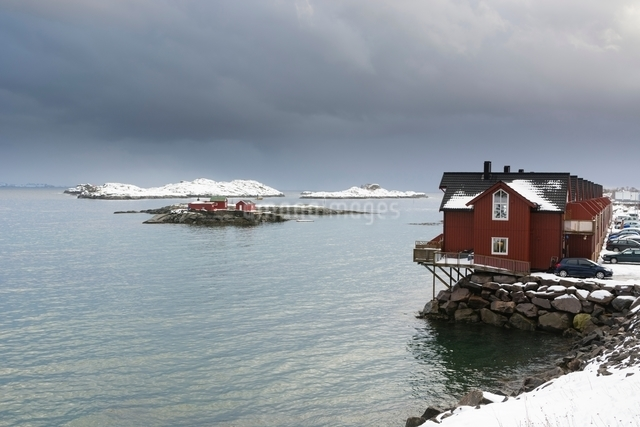 Stilted house on waterfront, Svolvaer, Lofoten Islands, Norwayの写真素材 [FYI03538043]