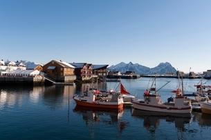 Fishing boats in harbour, Svolvaer, Lofoten Islands, Norwayの写真素材 [FYI03538044]