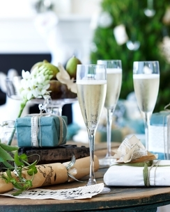 Close up of table of champagne with xmas crackers and giftsの写真素材 [FYI03538974]