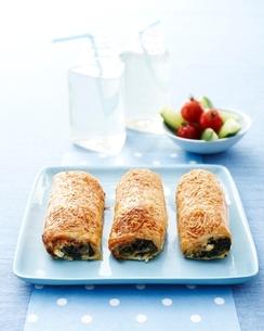 Spinach feta rolls, kids lunch ideaの写真素材 [FYI03538991]