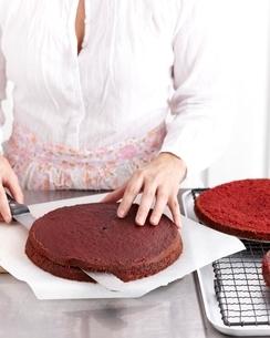 Making pink velvet chocolate cakeの写真素材 [FYI03539020]