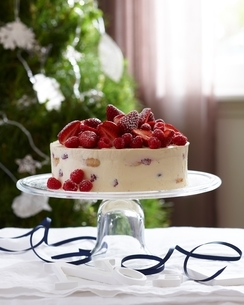 Charlotte russe decorated with strawberries and raspberries on glass cake standの写真素材 [FYI03539046]