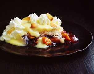 Fruit trifle with custard and cream on plateの写真素材 [FYI03539316]